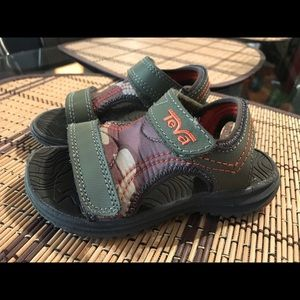 Toddler boy Teva sandals size 8